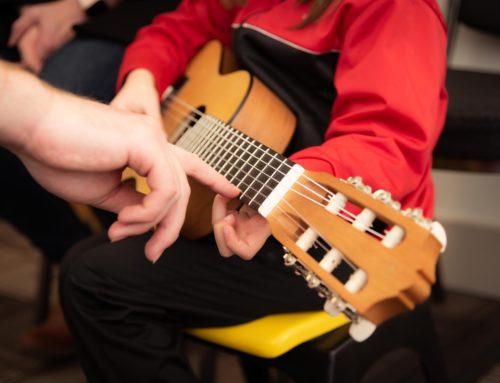 Jede*r lernt Gitarre – Workshop für Engagierte und Interessierte