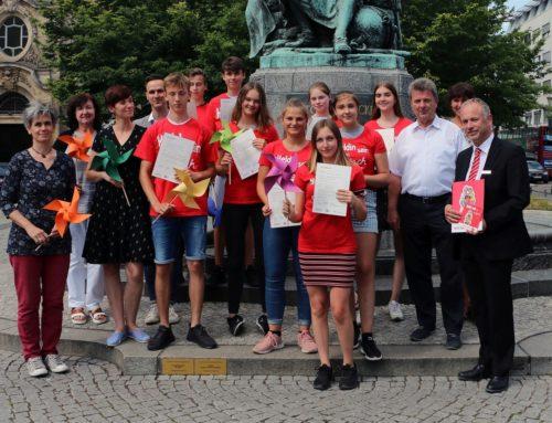 Oberbürgermeister übergibt Zertifikate im Jugendengagement-Programm durchStarten